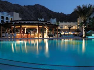 Shangri-La Barr Al Jissah Al Waha Assira pool bar