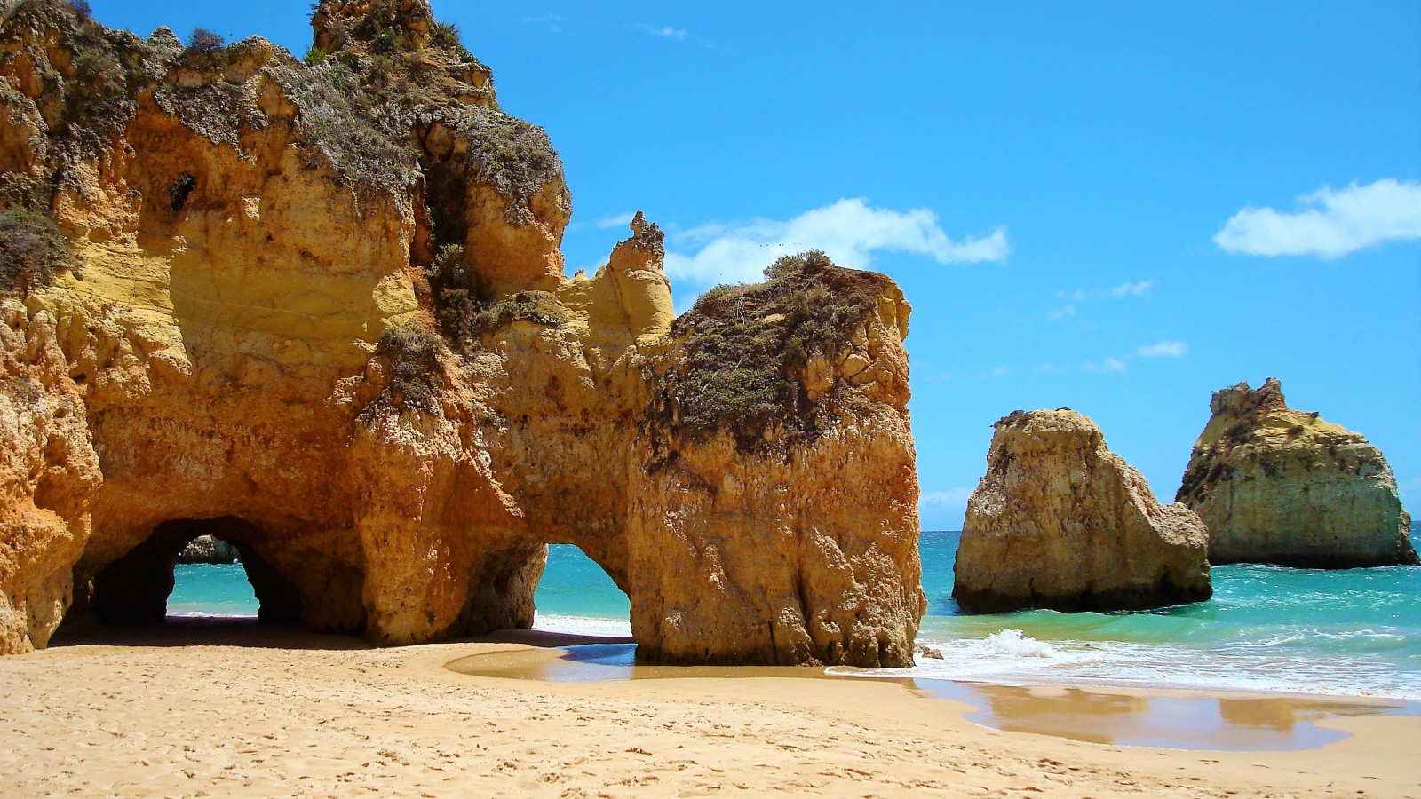 Fascinating rock formation embellish the Algarve's coastline