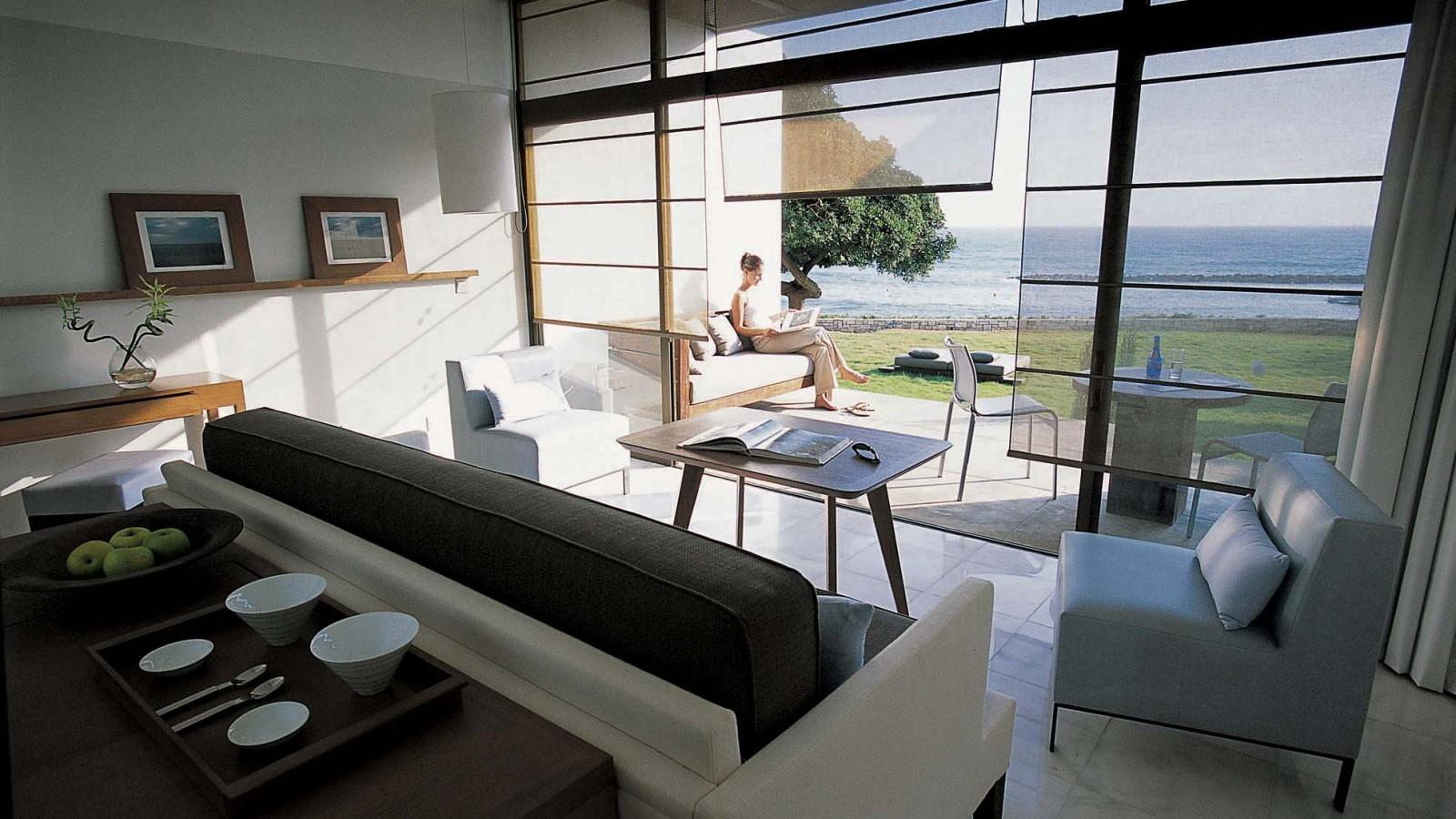 Beautiful rooms and suites with sea views at the Almyra Hotel