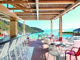 Daios Cove Ocean Bar