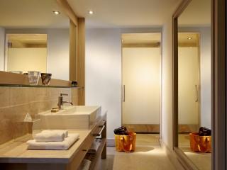 Daios Cove Villa bathroom
