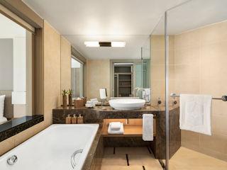 Deluxe Beach Access Bathroom Shangri-La Le Touessrok