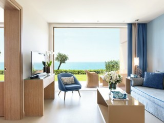 One Bedroom Family Suite Private Garden Sea View,