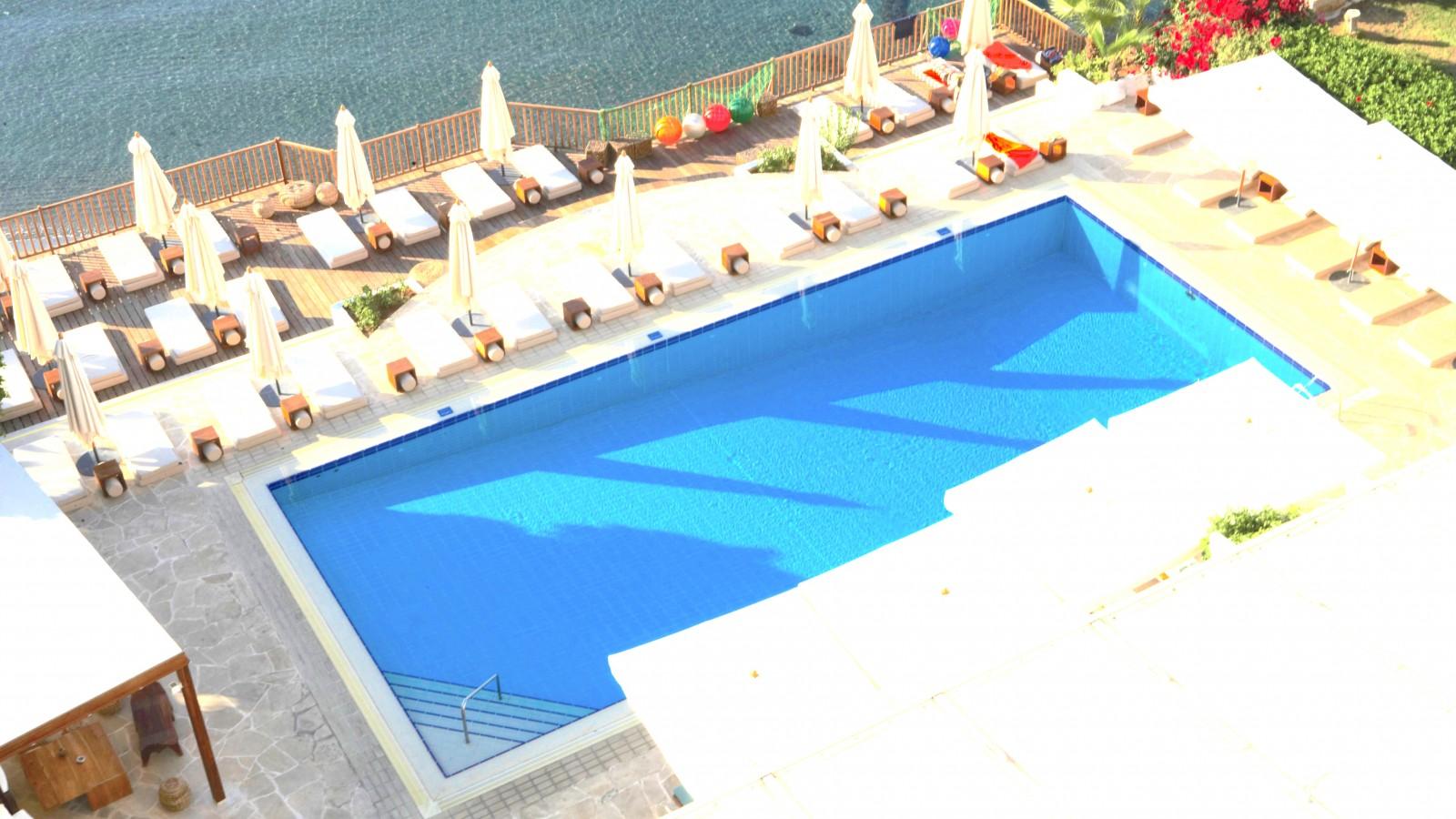 Londa Hotel pool area - aerial shot