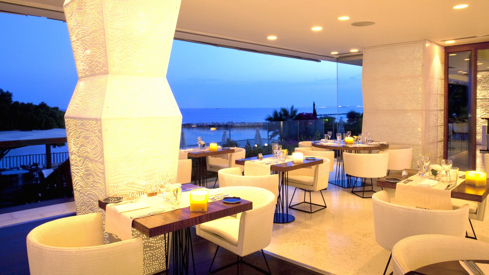 Caprice Restaurant, The Londa Hotel