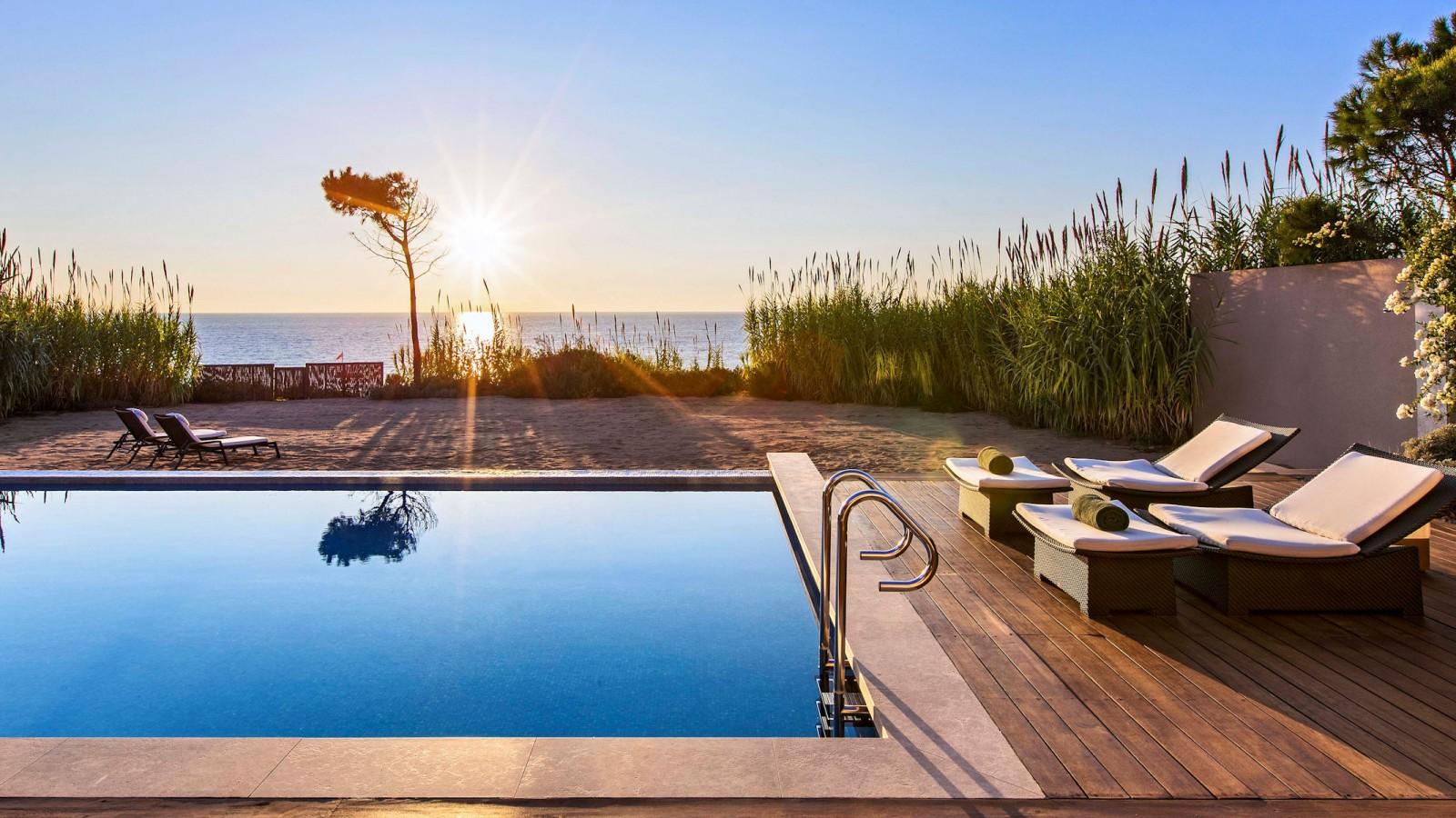The Romanos, Pool