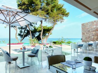 Pines Restaurant, Sani Club