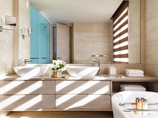 Sani Dunes, Bathroom