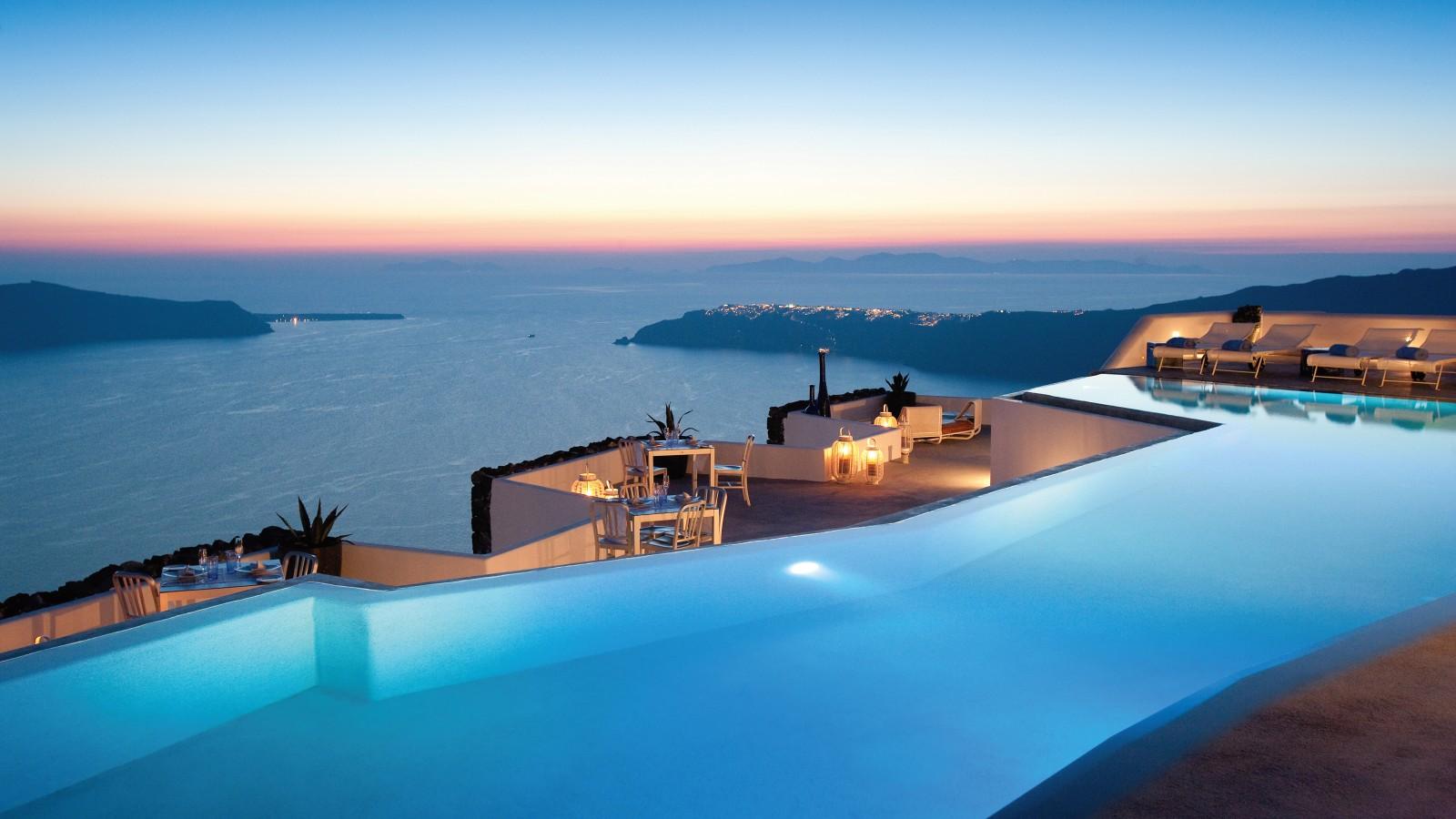 Infinity pool at Grace Santorini