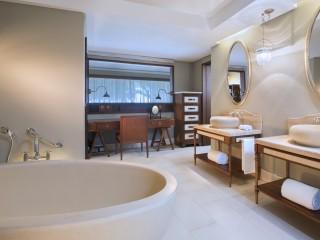 Deluxe Room bathroom, St Regis Mauritius