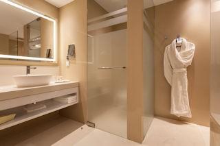 Pine Cliffs Hotel _Deluxe Bathroom