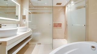 Pine Cliffs Hotel _ Duplex Suite Master Bathroom