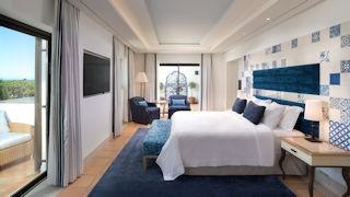 Pine Cliffs Hotel _ Neptuno suite Bedroom