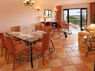 Pine Cliffs _ Living & Dinning Room