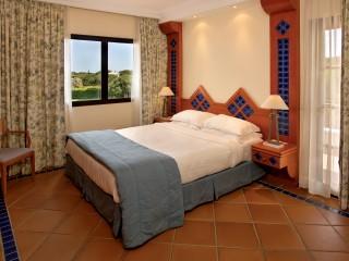 Pine Cliffs _ Golf Suites Bedroom