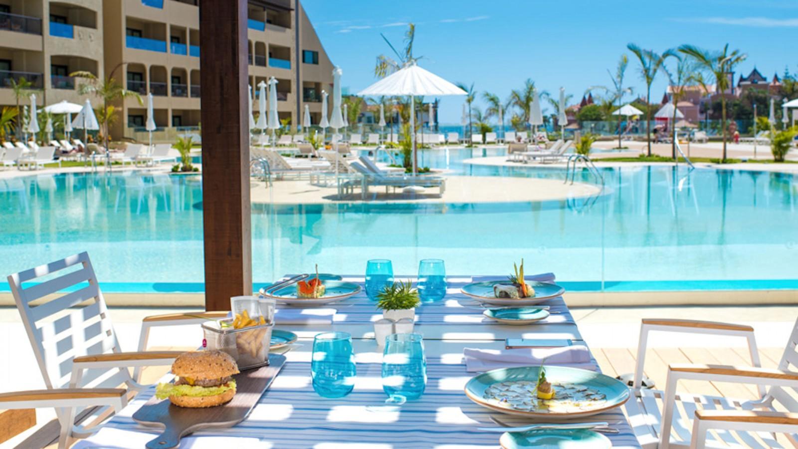 Pool Restaurant GF Victoria