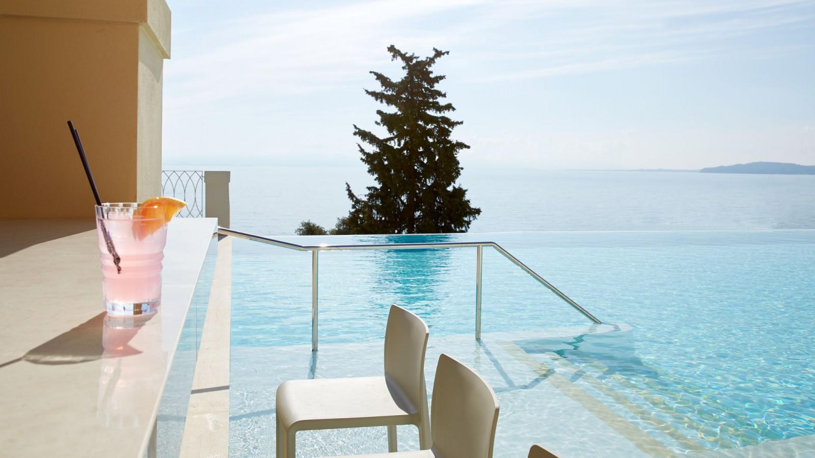 MarBella Nido Aquavit Pool Bar