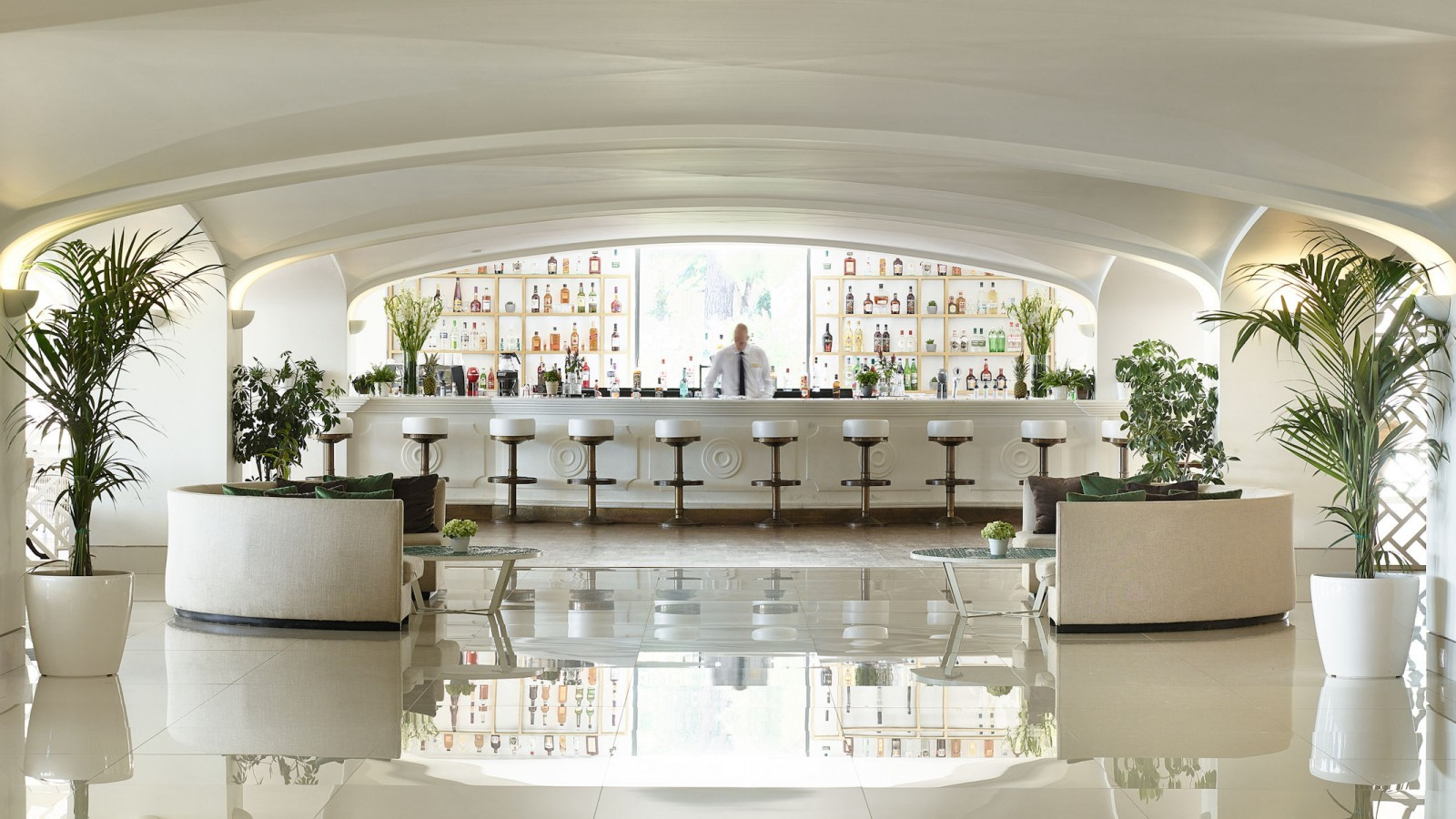LUX ME Daphnila Bay Kiparrisi Terrasse Bar & Salon